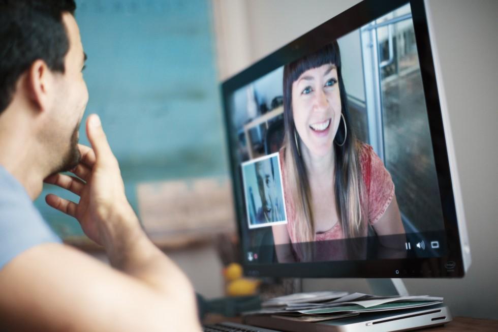Общение с девушкой через камеру порно
